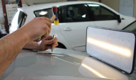Expert de débosselage de voiture en gardant la peinture d'origine Chabeuil